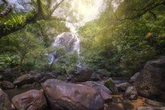 Cachoeiras bonitas no parque nacional em Tailândia Khlong Lan Waterfall, província de Kamphaengphet Fotografia de Stock Royalty Free