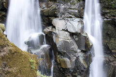 Cachoeiras com rochas grandes Fotos de Stock Royalty Free
