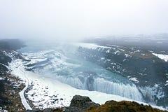 Cachoeiras de Gullfoss no inverno como o rio de Hvita Reykjavik, CI imagens de stock royalty free