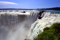 Cachoeiras de Iguazu em Argentina e em Brasil, Ámérica do Sul Fotos de Stock Royalty Free