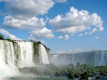 Cachoeiras de Iguazu em Brasil em um dia ensolarado, visto do Brasil Imagens de Stock