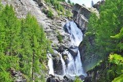 Cachoeiras de Lillaz em Cogne, parque nacional do paraíso grande, o Vale de Aosta, Itália imagem de stock royalty free