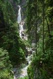 Cachoeiras de Martuljek cercadas pela floresta Eslovênia Fotografia de Stock Royalty Free