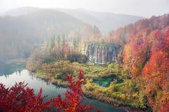 Cachoeiras de Plitvice na queda imagens de stock
