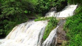 Cachoeiras de Ucrânia na região de Chernivtsi filme
