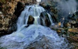 Cachoeiras e Hot Springs do córrego da montanha Foto de Stock Royalty Free