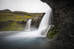 Cachoeiras islandêsas da caverna foto de stock royalty free