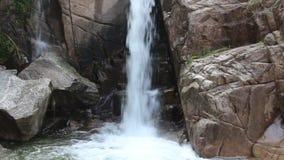 Cachoeiras no vale vídeos de arquivo