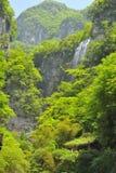 Cachoeiras perto do rio de Xiaofeng imagem de stock