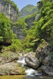 Cachoeiras perto do rio de Xiaofeng imagens de stock royalty free