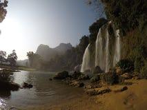 Cachoeiras - Vietname - Cao Bang imagens de stock