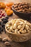 Cachou, pistaches, amandelen, rozijnen, granaatappelzaden en droge abrikozen Turkse droge vruchten en noten Stock Foto