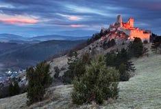 cachtice城堡废墟 免版税库存照片