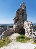 Cachtice城堡被破坏的设防塔  免版税库存照片