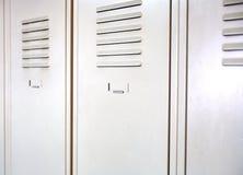 Cacifos brancos vazios do metal da escola Imagem de Stock
