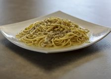 Cacio e Pepe Cheese de las pastas de los espaguetis y pimienta fotografía de archivo libre de regalías