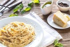 Cacio e Pepe - espagueti con queso y pimienta fotografía de archivo libre de regalías