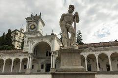 Caco雕象和钟楼 库存图片