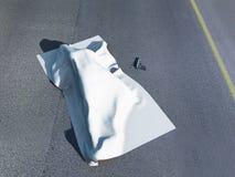 Cadáver bajo un paño del homicidio Foto de archivo libre de regalías