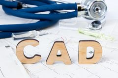 CAD Acroniem of afkorting aan medisch concept of diagnose van kransslagaderziekte - gemeenschappelijk type van hartkwaal Word CAD royalty-vrije stock foto