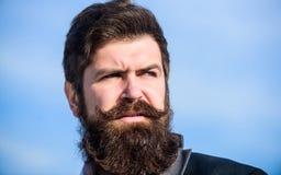 Cada barba totalmente ?nica Invierta en aspecto elegante Crezca al inconformista barbudo del hombre r?pido grueso de la barba par fotografía de archivo