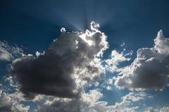 Cada nuvem escura tem uma fresta de esperança foto de stock