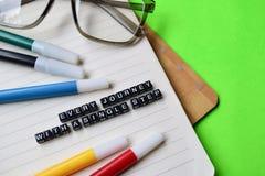 Cada viagem com uma mensagem da única etapa em conceitos da educação e da motivação fotos de stock royalty free