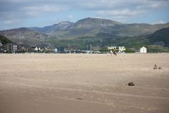 The cadair idris mountain range from barmouth beach Royalty Free Stock Images