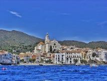 Cadaqués, ein kleines Küstenmotorschiffdorf Stockbild