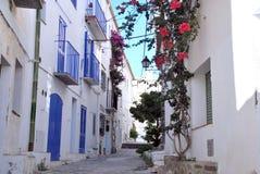 Cadaques典型的街道 地中海城镇 免版税库存照片