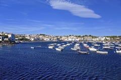 Cadaques港口在夏天 免版税库存图片