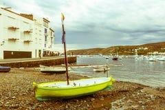 Cadaques,地中海海卡塔龙尼亚的沿海村庄, 免版税库存照片
