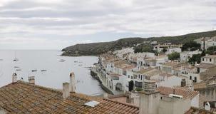 Cadaques, επαρχία Girona, Καταλωνία, Ισπανία Εικονική παράσταση πόλης πανοράματος απόθεμα βίντεο