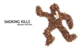 Cadavere di fumo di concetto di uccisioni fatto di tabacco Fotografia Stock