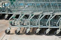 Caddie de supermarché Photographie stock libre de droits
