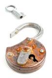 Cadeado antigo aberto com chave Fotografia de Stock Royalty Free