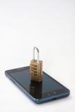 Cadeado com combinação do número no telefone celular Fotos de Stock