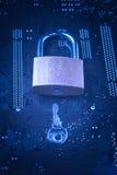 Cadeado com uma chave no cartão-matriz do computador Conceito da segurança da informação da privacidade de dados do Internet Imag fotografia de stock royalty free