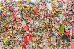 Cadeado do amor na torre de N Seoul. imagens de stock