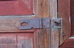 Cadeado do vintage na porta de madeira Imagem de Stock Royalty Free