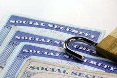 Cadeado e cartão de segurança social - conceito da proteção do roubo de identidade e da identidade Imagem de Stock Royalty Free
