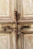 Cadeado em uma corrente oxidada Fotos de Stock