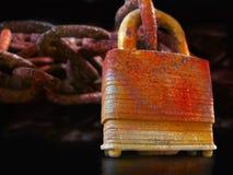 Cadeado oxidado imagens de stock