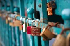 Cadeado que penduram na ponte de Tumski Imagens de Stock