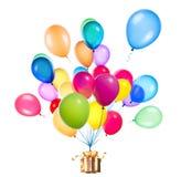 Cadeau accrochant sur des ballons de couleur Photo stock