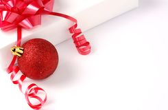 Cadeau avec la babiole Image stock