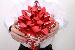 Cadeau avec la grande proue rouge Photo stock