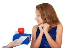 Cadeau avec le symbole de l'amour pour une adolescente Photo libre de droits