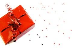 Cadeau-cadre rouge avec des étoiles d'isolement photos stock