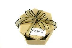 Cadeau d'or Photographie stock libre de droits